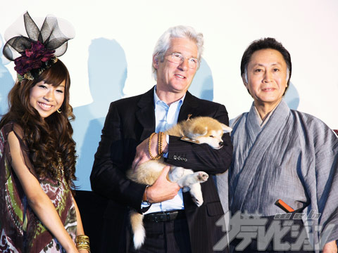 Aoyama Thelma with Richard Gere and the dog who plays Hachi