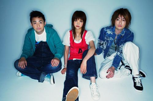The members of いきものがかり:Yoshiki Mizuno (Guitar and vocals) Kiyoe Yoshioka (Vocals) Hotaka Yamashita (Guitar and Harmonica)
